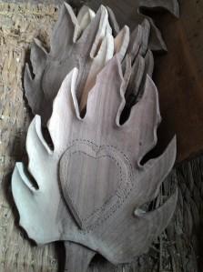 artisans of kashmir, kashmir artisans, walnut wood, walnut wood craft, crafts of kashmir, kashmir crafts, kashmir arts, kashmir, walnut wood, walnut wood décor, walnut wood bed, ghulam ahamd najar, najar, imtiyaz ahamd najar, walnut wood artisans,chinar, chinar plates, chinar decor, walnut wood chinar decor,